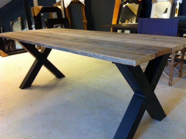 industriele tafel stalen kruispoot met steigerhout blad