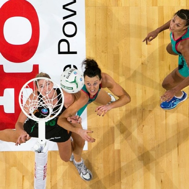 Photo of the Round: Bianca Chatfield and  Caitlin Bassett battle it out under the ring for Melbourne Vixens and West Coast Fever #anzchampionship