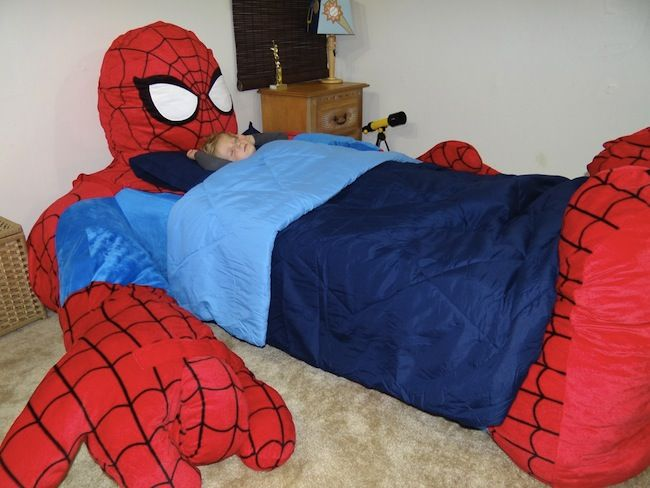 Coolest Bed Ever: Spider-Man Bed omg Ashley how crazy do you think yuyu and ryaan would go if they saw this ;) @Ashley Walters Walters ibrahim