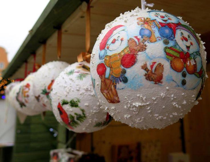 Takie śietne bombki można kupic na Jarmarku. Zapraszamy na Rynek #Gliwice #christmas #christmasmarket