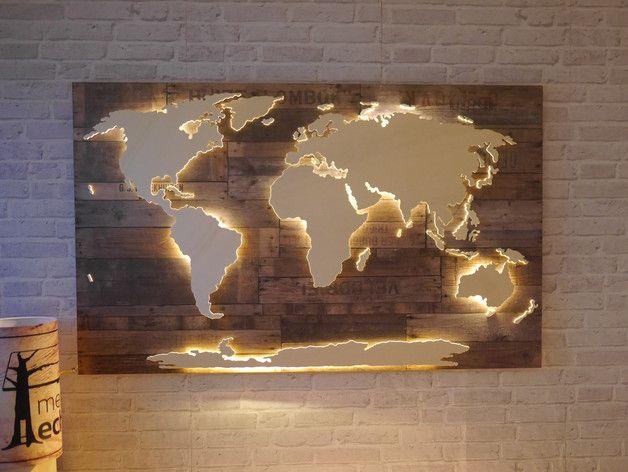 **Handgefertigte, einzigartige Weltkarte** mit Beleuchtung und 3D-Effekt im Vintage-Look!   Nord- und Südamerika, Afrika, Eurasien, Australien und die Antarktis sind leicht erhöht angebracht und...                                                                                                                                                                                 More