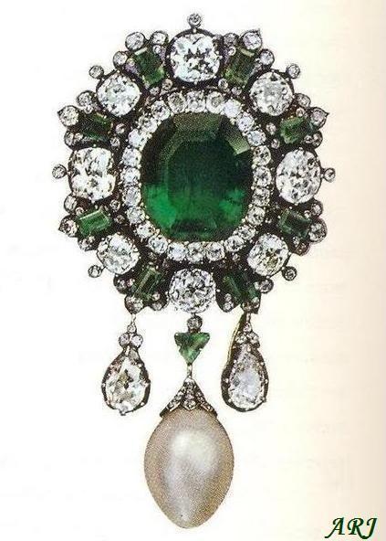 Italiano Royal Joyas: la reina Margarita de Saboya Broche esmeralda