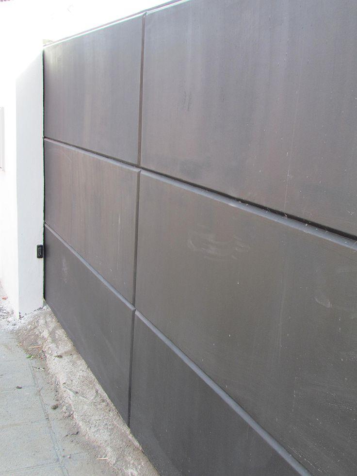 Puerta corredera en chapa plegada.