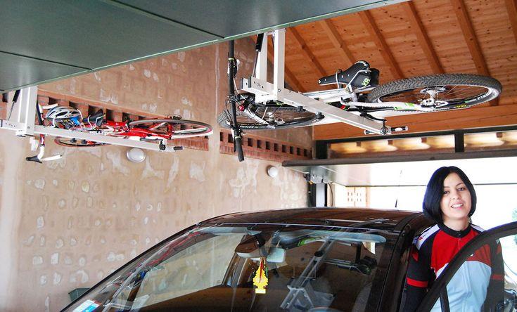 自転車を駐車場の天井にフラットに収納できる Quot Flat Bike Lift Quot Posts