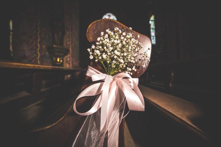 bukiety na ławkach w kościele / pews in the church   #decoration #wedding #flowers #rustic #babybreath #church #white