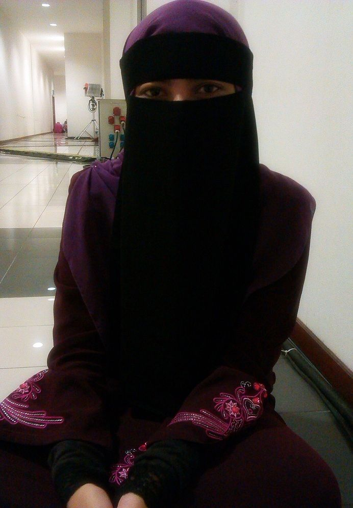 Maroon Abaya with Single Layer Niqab