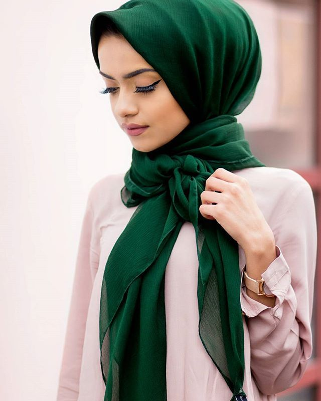 In love with this hijab from @hijabjewels  #modestfashion #ootd #spring  Photo credit: @nabiilabee