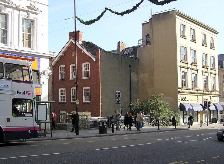 Una obra de arte de Banksy, en la parte inferior de Park Street, Bristol, Inglaterra   El Consejo ha decidido no limpiarlo.