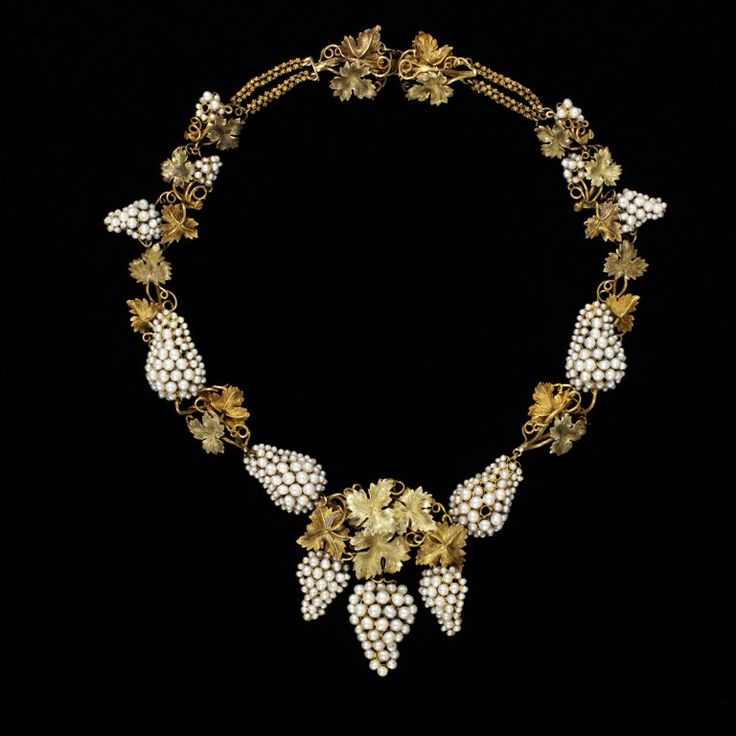 Gold and pearl necklace following Marie Antoinette designs based on nature