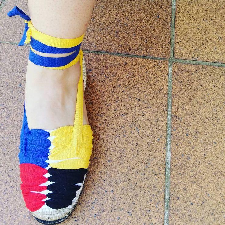 Hechas A Mano! @ana_fernandez.creativa Espardeña De Colors. #espardenyes #espardenya #espardeñas #alpargatas #espadrille #espadrilleshoes #style #styles #colores #hechasconamor #hechasamano #handmade #handmadeshoes #castellers #diferente #taller #talles #AF #anafernandezcreativa #cristianvives #v3naturalbeer #barcelona