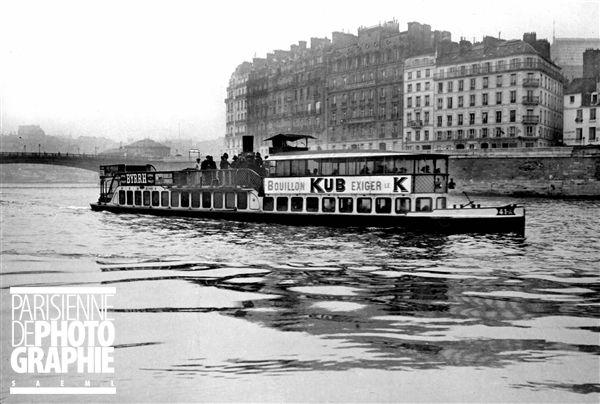 Les bateaux Parisiens, bateau de la ligne Auteuil-Charenton. 1912. http://www.parisenimages.fr/fr/galerie-collections?recherche=bateau parisien&debut=&fin=