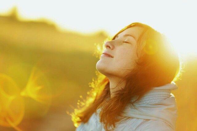 Selamat Pagi Momentlizer  Perlu Momentlizer ketahui bahwa matahari di pagi hari sangat bagus bagi kesehatan, karena sinar matahari dapat bermanfaat untuk mempertahankan kekuatan tulang. Selain itu matahari juga merupakan sumber vitamin D yang baik untuk seluruh anggota tubuh.Namun bantu juga dengan mengkonsumsi Moment Teragen karena mengandung soya bean yang baik untuk tulang serta mampu memelihara kekebalan tubuh.  Moment Teragen
