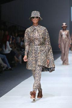 Exotic - Etnic Fashion by Itang Yunasz #Kalimantan S/S Collection in Jakarta Fashion Week 2016. www.itangsz.com