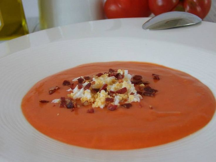 Salmorejo de fresa Reserva online para comer ensaladas. EligeTuPlato.es