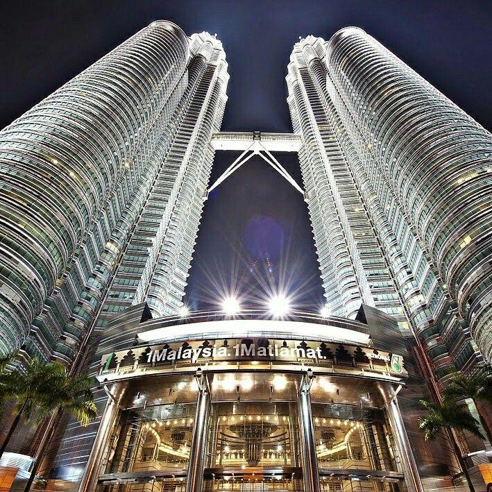 ทริปสุดประหยัด พาเที่ยวมาเลเซีย และสิงคโปร์ด้วยสายการบินมาเลเซียแอร์ไลน์ (MH)ในราคาเพียง 13,888 บาท/ท่าน ออกเดินทางวันที่ 13-16 ส.ค.พักโรงแรมระดับ 3 ดาว ค่ะร่วมเก็บภาพประทับใจของตึกแฝดปิโตรนาส,เดินเล่นย่านดัทซ์สแควร์ นั่งกระเช้าลอยฟ้าสู่เก็นติ้งไฮแลนด์แวะชม Merlion สัญลักษณ์ประเทศสิงคโปร์แล้วสนุกกับเครื่องเล่นมากมายในสวนสนุก UNIVERSAL STUDIO ดูhttp://www.etravelway.com/program_th.asp?ProgramCode=A47-MH-MY-SG-SM11