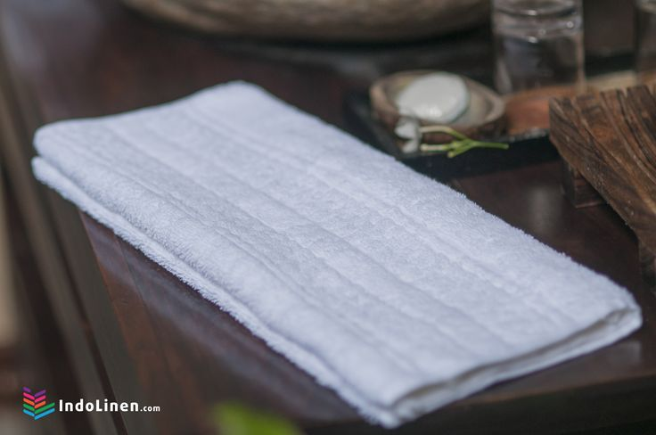 Meet the quality of Indolinen Hand Towel. Available with variety of color and sized 40x70cm will give a soft touch on your hand.