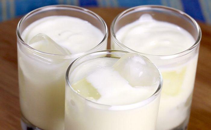 Il lassi, che vede il suo equivalente italiano nella bevanda allo yogurt, è di origine indiana, ed è una fresca bibita ottima in molte occasioni prep...