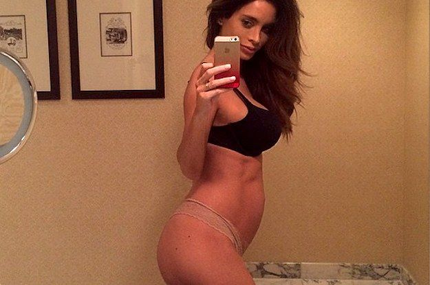 This Pregnant Model Is So Insanely Fit She Has Pregnancy Abs