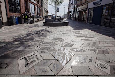Mosaicos 3D em pavimentos de granito na Ilha de Man