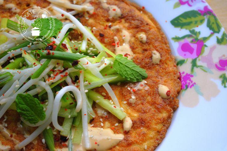 Deze omelet met tofu is een lekker en vullend gerecht. Heerlijk als lunch of lichte maaltijd. De sojamayonaise en verse kruiden maken dit gerecht compleet.