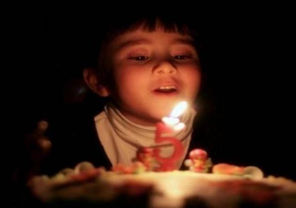 Fakta Mengerikan di Balik Tiup Lilin Kue Ulang Tahun