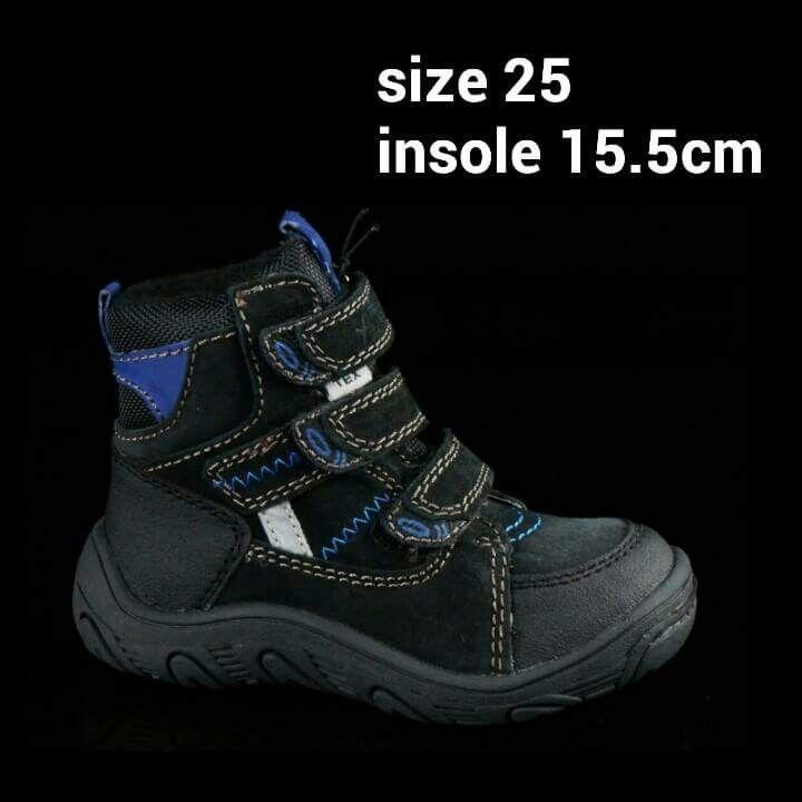 READY STOCK KIDS LEATHER BOOTS KODE : BLACK VADER Size 25 PRICE : Rp.205.000,- AVAILABLE SIZE :  - Size 25 (insole 15,5cm)  Material : Full Genuine Leather (Kulit Asli),Sol karet lentur. Ringan dan nyaman sesuai utk anak-anak.  Insole = panjang sol dalam. Ukurlah panjang telapak kaki anak, beri jarak minimal 1,5cm dari insole.  FOR ORDER : SMS/Whatsapp 087777111986 PIN BB : 766A6420 (no group) PIN BB : 26e6d360 (ada group) LINE : mayorishop FB : Mayorishop  #pusatsepatubootsanak #readystock…