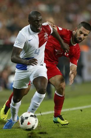 ARDA TURAN (Turquía): El volante del Atlético de Madrid no pudo enrumbar el camino de su país.