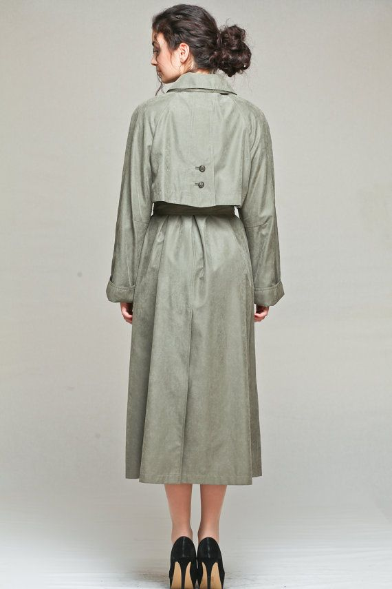 Women's classic long raincoat with dual collar. Perfection.