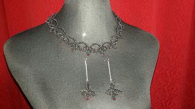 Conjunto aros y collar ($20.000)