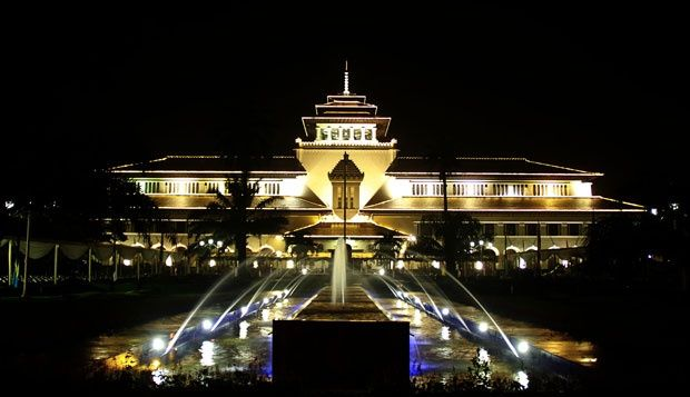 Jaringan Bioskop Cinema XII Yang Menggurita Di Kota Bandung ~ Jendela Informasi