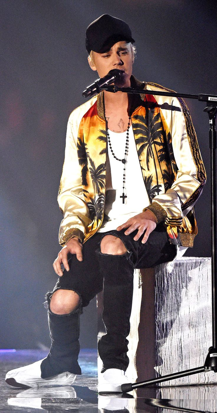 The MEGA awkward Justin Bieber BRITs 2016 you *didn't* notice...