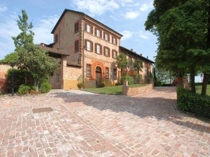 Magnificent historical ancient castle in Piedmont  Monferrato Asti, Asti, Italy – Luxury Home For Sale