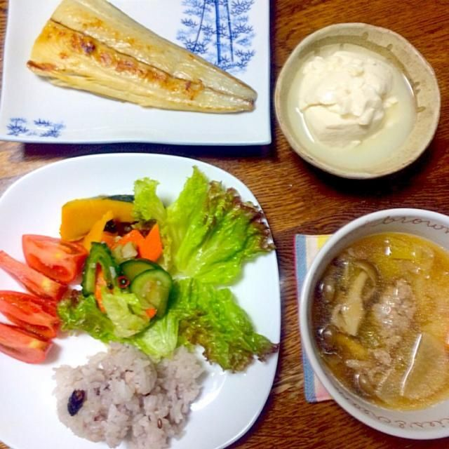 今日の夜ごはんです。お魚だしのスープはとっても美味しかった!^o^ 具はつみれの他に、ねぎ、キャベツ、にんじん、しめじ、大根などなど。 - 6件のもぐもぐ - さわらと いわしつみれスープ。 by risamm