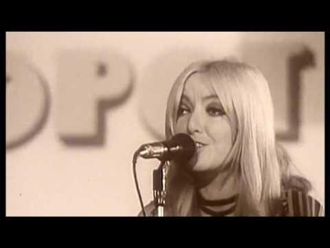 Maryla Rodowicz - Jadą wozy kolorowe (1972) Clip - YouTube