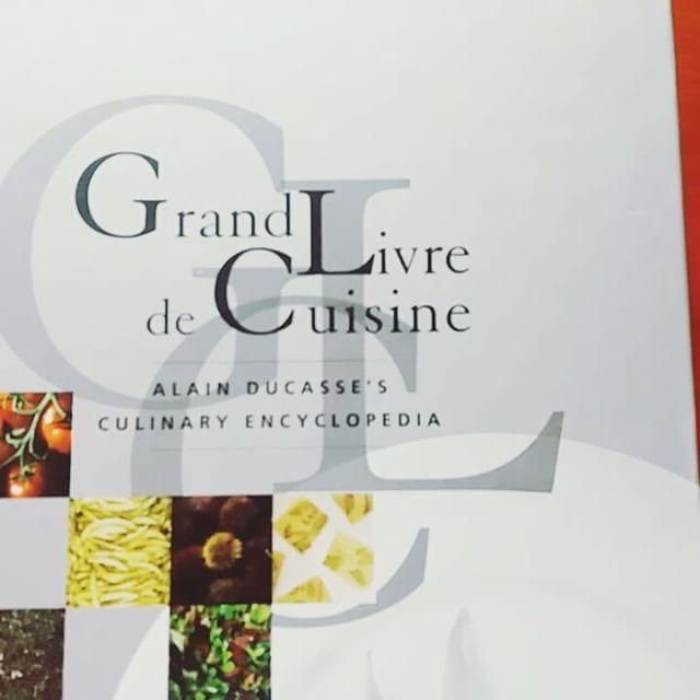 Лучшая кулинарная книга мира с 1995-2007 года Gourmand world cookbook awards, автор гуру французской гастрономии Alain Ducasse ���� классика жанра с базовыми рецептами и не только! #alainducasse #cookbook #frenchcuisine  #bestintheworld  #recipes  #lotsofrecipes #food  #cooking  #chefs  #modernchef  #кулинария #французскаякухня #алендюкас http://w3food.com/ipost/1500157991545432723/?code=BTRob7BB2qT