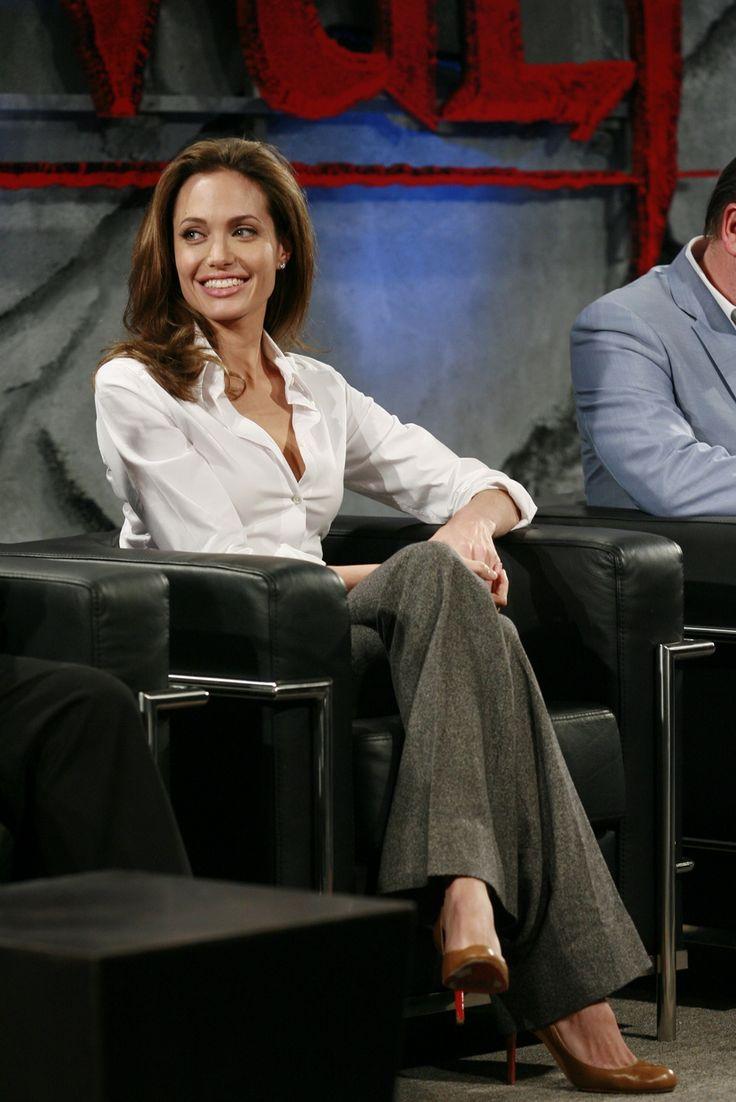 Angelina Jolie - Beowulf Press Conference - Photo 1   Celebrity Photo Gallery   Vettri.Net