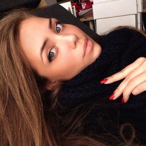 Image via We Heart It #iphone #makeup #rednails #instagram