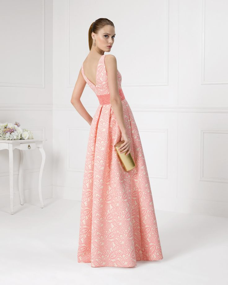 9U152 vestido de fiesta en brocado y pedreria.
