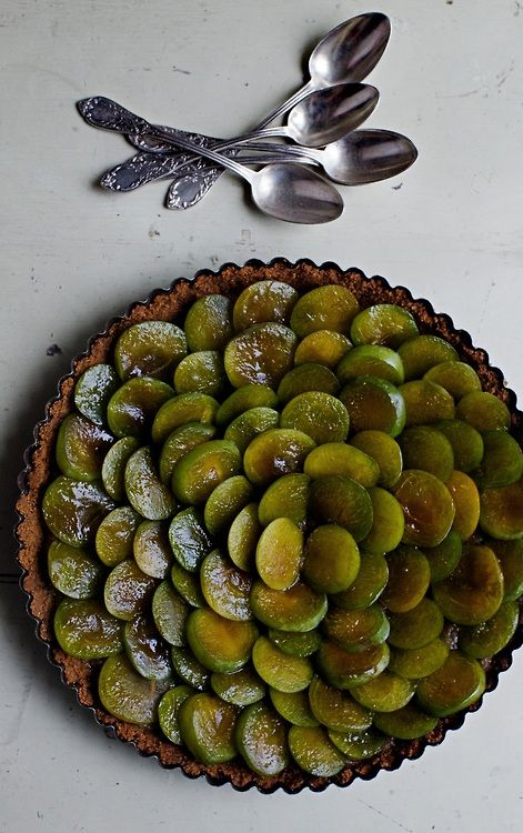 Reine claude tart with salted butter caramel and speculoos crust | Manger: Manger Greengage, Foodie Food Sweet, Claude Greengage, Food Photography, Greengage Plum, Food Projects, Dessert