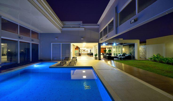 piscina com teto retrátil, E3 Arquitetura