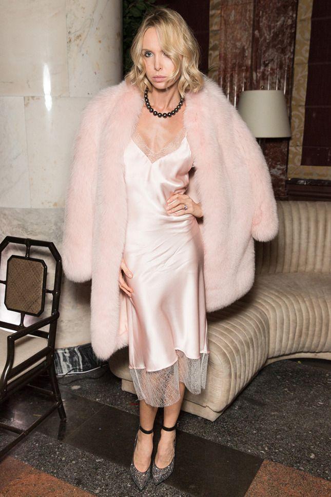 Дакота Джонсон, Амбер Херд, Сиенна Миллер и другие знаменитости, которые выбрали платье в бельевом стиле для торжественного мероприятия