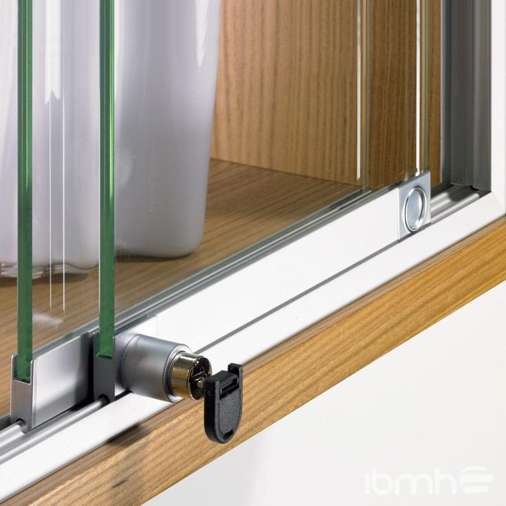 Las 25 mejores ideas sobre puertas corredizas de vidrio for Herrajes puertas cristal
