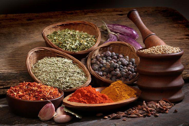 Insaporire gli alimenti che portiamo in tavola con le spezie al posto del sale apporta notevoli benefici alla salute, sempre che questa buona abitudine sia