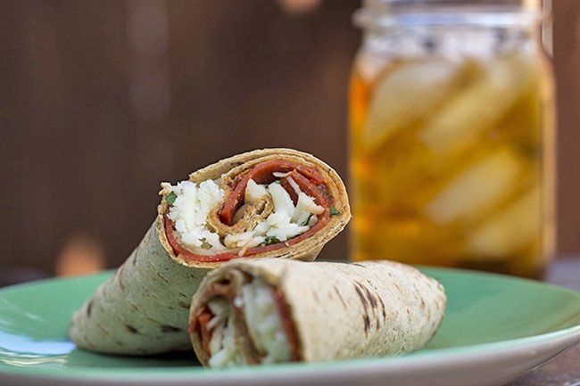 Recipe: Skinny Pizza Wrap--> omg so easy and i already have the ingredients always in my house!