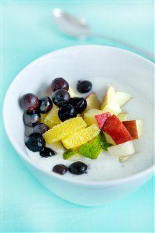 Yoghurtkoldskål med honning og frugter
