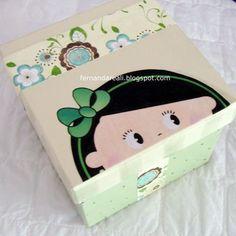 Caixa Pintada com Aplicação de decoupagem. Artesanato. Artcrafts http://www.fernandareali.com/2010/12/presentes-de-amigo-secreto-craft.html