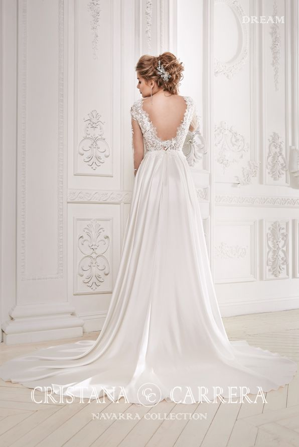 """Wedding dress """"Dream """" Cristana Carrera available in off white color,size 40UK TEL.+27(0) 215564880"""