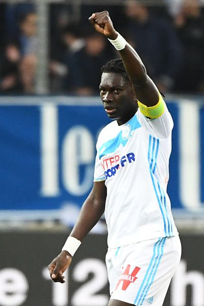 Olympique de Marseille's French forward Bafetimbi Gomis reacts after scoring a goal during the French L1 football match betweem Olympique of Marseille (OM) and Nice at the Velodrome stadium in Marseille, on May 7, 2017. / AFP PHOTO / BORIS HORVAT
