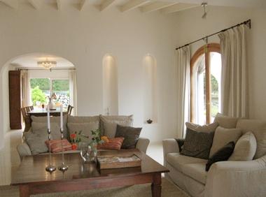 Peste 1000 De Idei Despre Spanish Living Rooms Pe Pinterest