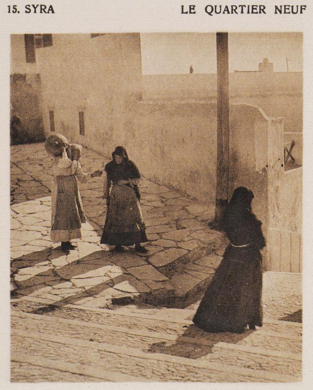 Δρόμος στην Ερμούπολη της Σύρου. Syra – le quartier neuf. Χρονολογία έκδοσης:1919 BAUD-BOVY, Daniel, BOISSONNAS, Frédéric. Des Cyclades en Crète au gré du vent, Γενεύη, Boissonnas & Co, 1919